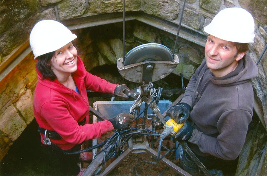 Brunnenausgrabung Ebernburg: Bergung aus dem Brunnen